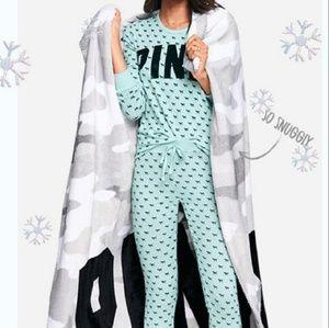 VS PINK fleece blanket soft camo